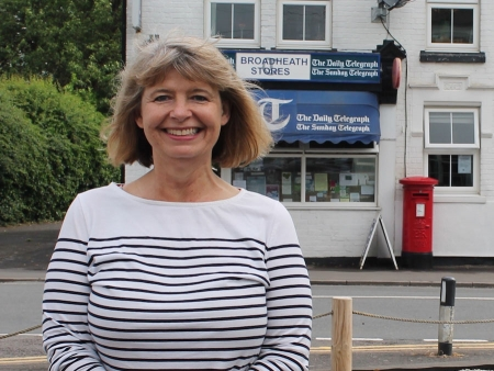 Harriett Baldwin visits Lower Broadheath to talk to local people about Post Office services.